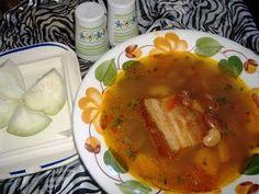 Ciorba de fasole boabe cu afumatura Supe, Thai Red Curry, Meat, Chicken, Ethnic Recipes, Travel, Food, Viajes, Essen