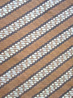 Parang pattern #batik in black, brown, and cream - colors often found in the #batik from central Java, Indonesia.