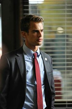 Theo James- Four/Tobias Eaton Divergent Movie. Okay now I want to read the books lol:) Theodore James, James 3, Divergent Theo James, Divergent Movie, Gorgeous Men, Beautiful People, Theo Theo, My Sun And Stars, Raining Men