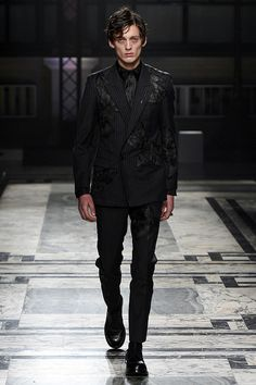 Survival of the Fit: Alexander McQueen Men's Fall 2016 | Hint Fashion Magazine