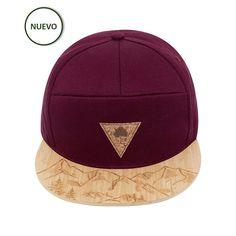Gorra roja de visera plana fabricada en bambú. Al comprar los originales  diseños ONE OAK 56611a96278