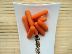 These delicious fermented carrots are one of the easiest recipes to start eating probiotic-rich foods! #recipes #ferments