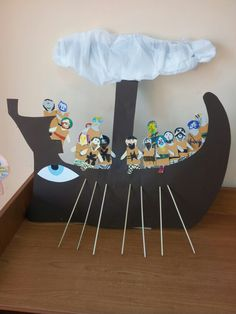 Ancient Greece crafts for kids- Make a Greek warship- a trireme Greek Mythology Gods, Greek Gods, Art History Lessons, Art Lessons, Ancient Greece Crafts, Greek Crafts, Greece Art, Greek History, Thinking Day