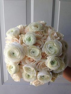 CBR148 Riviera Maya weddings / Bodas bouquet with cream  and white / ramo con  blancos y  crema
