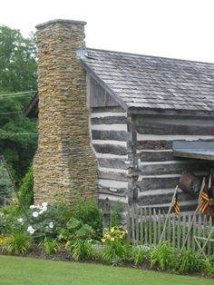 Rustic Cabin Life added a new photo. Old Cabins, Cabins And Cottages, Cabins In The Woods, Log Cabin Living, Log Cabin Homes, Cozy Cabin, Cozy Cottage, Little Cabin, Old Houses