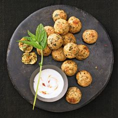 Lentil balls with yoghurt dip - Delicious Meets Healthy: Quick and Healthy Wholesome Recipes Yummy Snacks, Healthy Snacks, Yummy Food, Healthy Recipes, Veggie Recipes, Snack Recipes, Party Recipes, Homemade Sauerkraut, Vegetarian Snacks