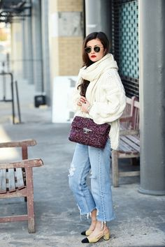 Match a jumbo scarf to a jumbo knit like Peony Lim with her tweed Chanel bag and suede slingbacks. Fall Outfits, Fashion Outfits, Fashion Trends, Fashion Inspiration, Fashion Tips, Peony Lim, Sweat Dress, Beige Blazer, Black Turtleneck