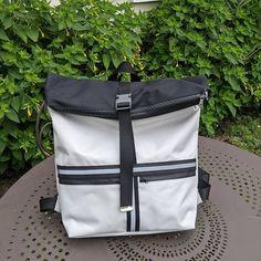 Anne-J Création sur Instagram: ~ Sac Troïka 🎒~ Mr voulait un sac à dos imperméable. C'est chose faite ! Il voulait un sac imperméable car il va en vélo 🚲 au boulot 🧑💼…