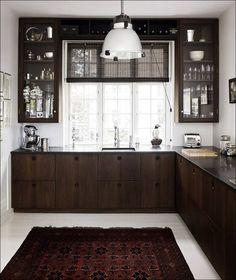 Смотрите удачные примеры на фото дизайна для маленькой кухни
