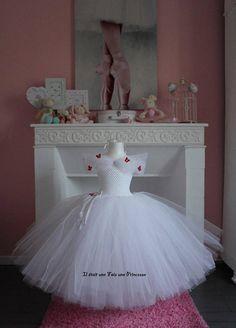 Robe tutu robe de princesse Toddler Flower Girl Dresses, Baby Girl Dresses, Princess Tutu Dresses, Crochet Baby Dress Pattern, Doll Costume, Bustier, Birthday Dresses, Fashion Sewing, Tulle Dress