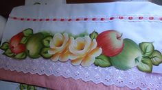 Pinturas em Tecido  : Panos de Prato Brother Innovis, Kitchen Paint, Fabric Painting, Stencils, Diy And Crafts, Lily, Quilts, Rose, Crochet