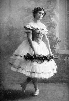 Tamara Karsavina in Giselle, c. 1910