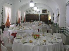 Si prefieres celebrar el almuerzo/cena en el interior, el #Parador de #Guadalupe tiene dos salones perfectos para la ocasión