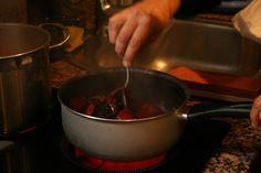 Preparación de la cena por el cocinero Carlos