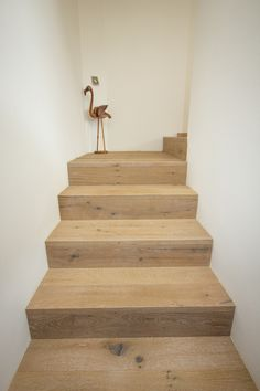 Collection Earth #Rovere affumicato spazzolato CE102, lavorato dal #pavimento per la scale a 90°.