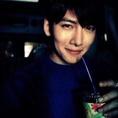 안녕  #오랜만에 #극장 #재밌겠다  수정 오랫만에(x) 오랜만에(o) 제길.. 한글을 사랑하자 창욱아.. 감사합니다:)
