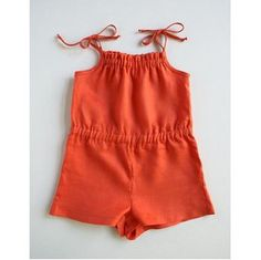 Free pattern: Girls summer romper.Lightweight,cool and comfortable.Pattern fits girls size 2 – 11. The adjustable tie straps and the elastic waist give it a flexible fit.