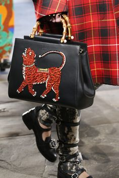 Gucci Handbags Fashion Show Details Prada Handbags, Fashion Handbags, Fashion Bags, Handbags Online, Fashion Hub, Leather Purses, Leather Handbags, Women's Crossbody Purse, Bags 2017