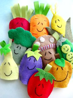 Vegetable Felt Finger Puppets Sewing Pattern  por preciouspatterns, $4,99