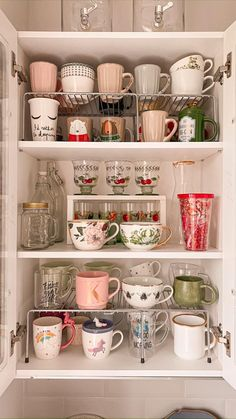 Kitchen Organization Pantry, Home Organisation, Diy Kitchen Storage, Kitchen Pantry, Home Decor Kitchen, Dishes Organization, Makeup Organization, Canisters For Kitchen, Small Kitchen Decorating Ideas