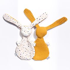 Baby Sewing Projects, Sewing For Kids, Dou Dou, Baby Presents, Fabric Toys, Baby Rattle, Sewing Toys, Soft Dolls, Unique Baby