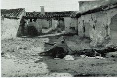 Spain - 1936-37. - GC -LA BATALLA DE BRUNETE - Huellas de la batalla de Brunete: derrumbamientos, incendios, destrucciones y ese detalle dramático del borrico muerto y de las ropas abandonadas por quien quizá tuvo suerte de huir o quizá cayó, siendo luego retirado.
