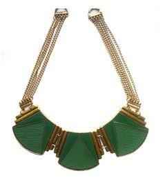 Collar étnico verde esmeralda un estilo que entra fuerte esta temporada. Tu complemento perfecto para añadir un toque de chic a tu look. http://Alltrendy.es