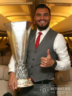 Manchester United pose with Europa League trophy on private plane Manchester United Champions, Manchester United Players, Man Of The Match, United We Stand, Old Trafford, Europa League, Victoria Justice, Man United, Premier League