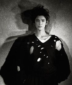 The Metropolitan Museum of Art - Images-Punk: Chaos to Couture-Rei Kawakubo (Japanese, born for Comme des Garçons (Japanese, founded 1982 Photograph by Peter Lindbergh Rei Kawakubo, Peter Lindbergh, Moda Fashion, Punk Fashion, Fashion Black, High Fashion, Kanye West, Elle Moda, Robert Pattinson