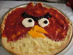 My boys love pizza and angry birds. Cute Food, Good Food, Yummy Food, Tasty, Angry Birds, Pizza Recipes, Kids Meals, Yummy Treats, Food And Drink