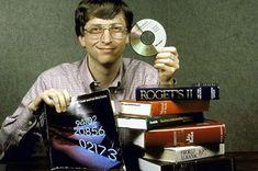 Bill Gates demonstrates the memory power of a CD, 1987 Bill Gates Steve Jobs, Steve Wozniak, Apple Ii, Bill Gates Childhood, Hacking Books, Life Hacking, Software, List Of Skills, The Time Machine