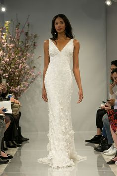 Theia Nella Grande Mela sfilano le collezioni bridal Primavera 2018 dedicate a tutte coloro che diranno sì il prossimo anno. Ma anche a chi, per il momento, lo sogna soltanto