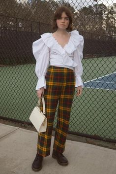 Think of this as your ultimate guide on how to wear printed pants this spring. Plaid, checks, floral, camo, and more await you. Work Fashion, 90s Fashion, Tartan Pants, Plaid, Trench Coat Outfit, Printed Pants, Who What Wear, Latest Fashion Trends, Work Wear