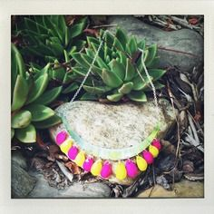 Parure avec collier plastron et boucles d'oreilles Etsy, Boutique, Plants, Handmade, Handmade Gifts, Unique Jewelry, Ears, Fantasy, Necklaces
