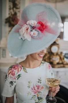 Ascot Outfits, Derby Outfits, Outfits With Hats, Kentucky Derby Outfit, Kentucky Derby Fashion, Hat For The Races, Mother Of The Bride Hats, Royal Ascot Hats, Fancy Hats