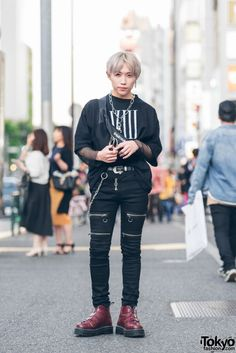 All Black Harajuku Street Style w/ Another Youth, Dog Osaka, Pameo Pose & Dr. Martens streetwear supreme hypebeast mens fashion fashion sneakers off white frugal aesthetic street Asian Street Style, Tokyo Street Style, Japanese Street Fashion, Tokyo Fashion, Harajuku Fashion, Asian Fashion, Harajuku Style, Ulzzang Fashion, Fashion 2018