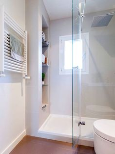 Recessed shelves inside shower in bathroom Narrow Bathroom, Attic Bathroom, Bathroom Layout, Bathroom Interior, Recessed Shelves, Shower Shelves, Attic Renovation, Shower Doors, Bath Remodel