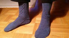 Ukinpäivän sukat. Kontio-ohje, lanka 7 veljestä Socks, Fashion, Moda, Fashion Styles, Sock, Stockings, Fashion Illustrations, Ankle Socks, Hosiery
