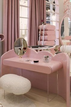 Discover the most amazing pink inspirations for kids' bedrooms with Circu exclusive furniture. Click on the image to see more | CIRCU.NET . . #circumagicalfurniture #magicalfurniture #kids #kidsroom #kidsbedroom #kidsinteriors #kidsinteriordecor #kidsfurniture #kidsroomdecor #kidsmirror #kidsideas #interiordesign #luxurydesign #interiordesigner #architecture #bedroomdecor #pink
