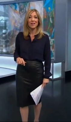 Joanna Gosling in leather skirt Black Leather Dresses, Leather Skirts, Tv Presenters, Sexy Skirt, Older Women, Her Style, Bbc, Work Wear, Weather