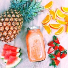 Smoothies have grown very popular over the years, with fruit smoothies being at the top of the list of favorite beverages. Many people already consume fruit smoothies regularly and have praised the… Clean Eating Snacks, Healthy Snacks, Healthy Eating, Healthy Recipes, Juice Recipes, Healthy Nutrition, Smoothie Recipes, I Love Food, Good Food