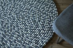 Beautiful grey set. A chair from HAY and grey carpet ERIK from molekule