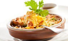 Une version saine d'une grande favorite, le pâté chinois utilise de la dinde hachée maigre au lieu du bœuf haché et des patates douces au lieu de pommes de terre blanches dans la garniture. Lisez ce qui suit pour découvrir une délicieuse recette qui deviendra rapidement un des vos plats familiaux préférés.