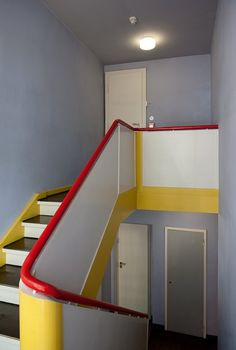 Colourful interior of House Kandinsky, The Masters' Houses, Bauhaus School, Dessau Bauhaus Interior, Bauhaus Colors, Bauhaus Design, Interior Stairs, Interior Architecture, Walter Gropius, Memphis Design, Shop Interior Design, Staircase Design