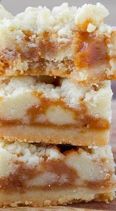 These Salted Caramel Butter Bars are incredibly easy! A delicious shortbread crumble surrounds a salted caramel filling for the perfect salty-sweet dessert! Köstliche Desserts, Sweet Desserts, Sweet Recipes, Delicious Desserts, Yummy Food, Best Easy Dessert Recipes, Easy Recipes, Aloo Recipes, Dinner Recipes