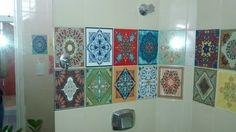 SOADESIVOS - Peças avulsas de adesivos com estampa de azulejos, montando um faixa de mosaico