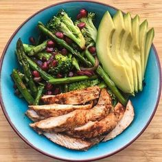 Forget breakfast bowls, we want chipotle chicken lunch bowl. Healthy Snacks, Healthy Eating, Healthy Recipes, Food Goals, I Love Food, Food Inspiration, Real Food Recipes, The Best, Clean Eating