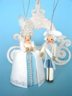 Cute Craft Tutorials, Handmade Toys, Printable Crafts, Kawaii Plush by Fantastic Toys: Cinderella Clothes Pin People Ornaments - Holiday Pins Doll Crafts, Cute Crafts, Crafts For Kids, Clothes Pin Ornaments, Clothespin Dolls, Tiny Dolls, Printable Crafts, Little Doll, Diy Christmas Ornaments