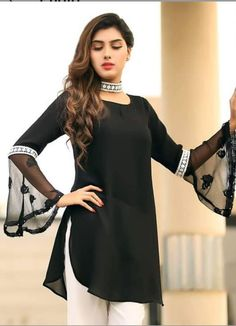 Love the blouse Pakistani Fashion Casual, Pakistani Dresses Casual, Pakistani Dress Design, Pakistani Bridal, Kurti Designs Party Wear, Kurta Designs, Blouse Designs, Kurti Sleeves Design, Sleeves Designs For Dresses