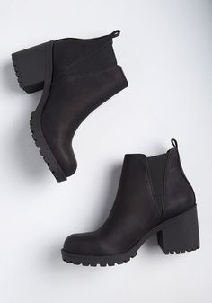 Women Boots Burgundy Thigh High Boots Mens Duck Boots Outfit Knee High Boots For Fat Calves Over The Knee Boots With Jeans Outfits Duck Boots Outfit, Ankle Boot Outfits, Ankle Booties Outfit, Timberland Boots, Tokyo Street Fashion, Black Ankle Booties, High Heeled Ankle Boots, Black Boots, Shoes